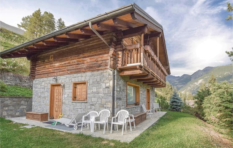 Holiday cottage with 3 bedrooms on 120m² in Champoluc (AO)