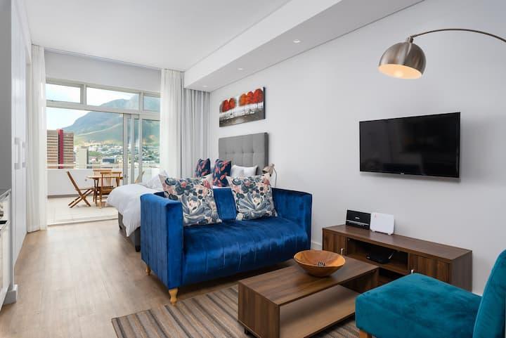 Stylish Studio with Balcony in the City
