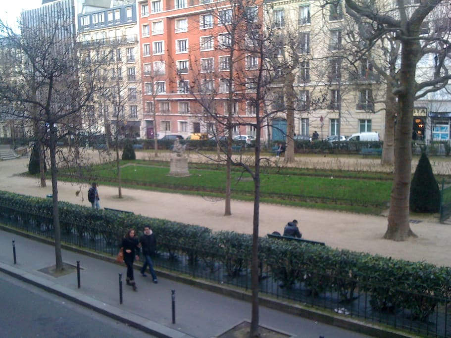 fenêtre ouverte sur le square