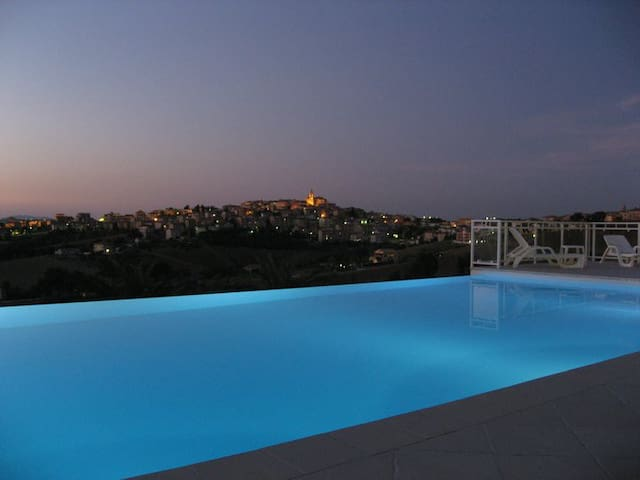 Villa with pool - 3 Apartments - Monte San Giusto - Villa
