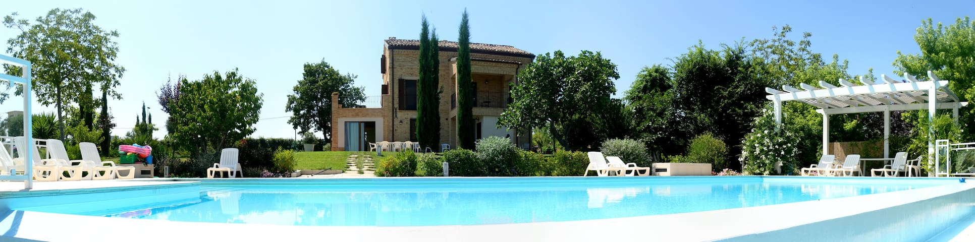 Villa with pool - 3 Apartments