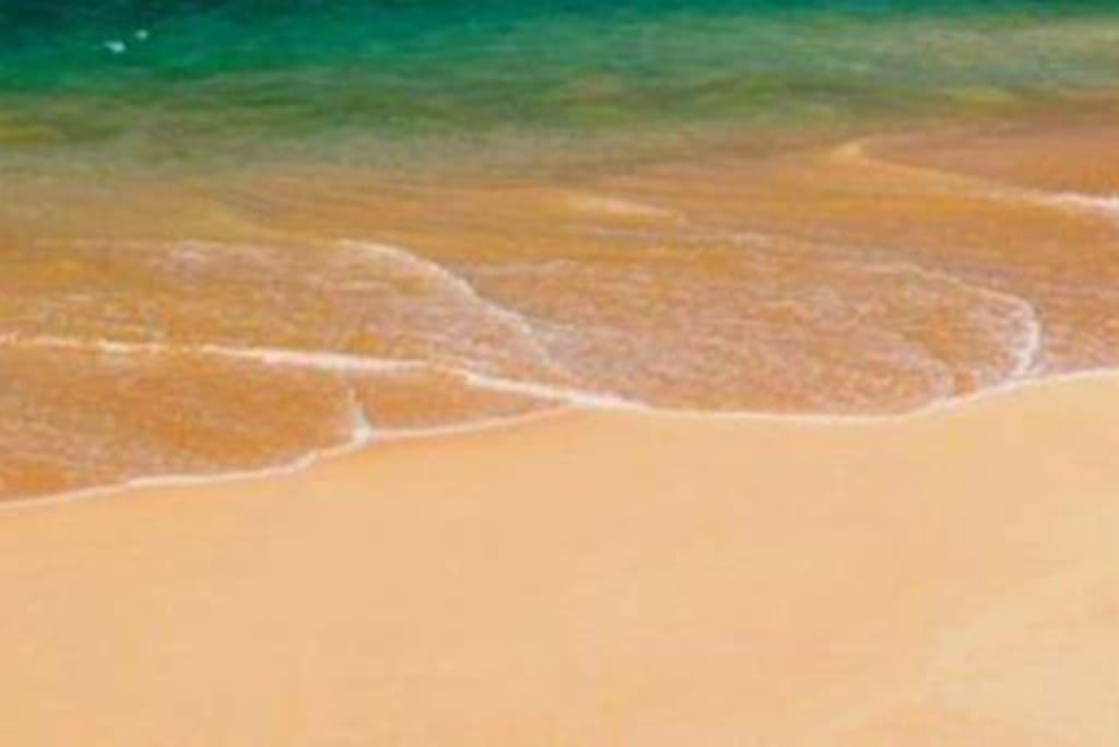 Frente y con acceso directo a bahía virgen con aguas tranquilas