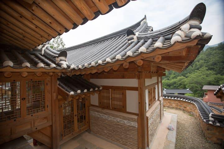 운아채-푸르름이 구름처럼 펼쳐지는  '녹운재' - Soyang-myeon, Wanju-gun - Hus