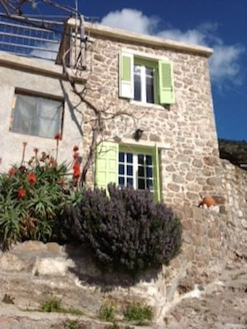 TRADITIONAL STONE HOUSE - Megalochori - House