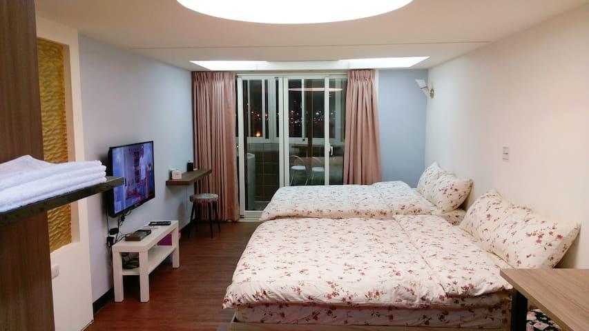 Ximending~西門町觀景4人房@Monica's House