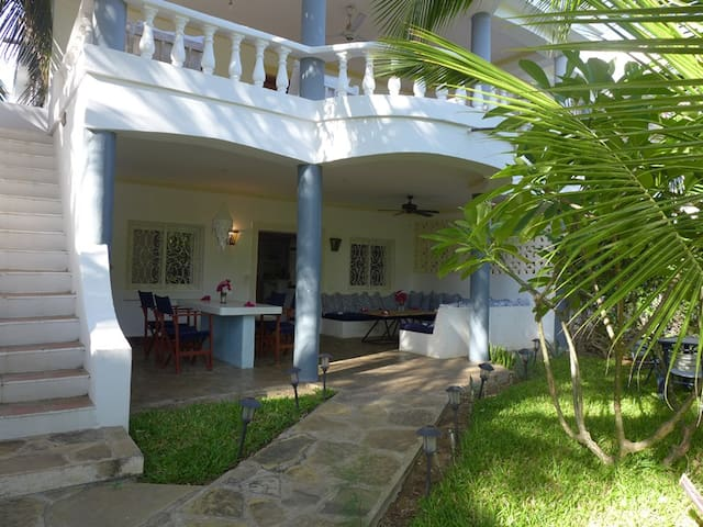 Malindi coast, 100 meters from beach and center. - Malindi - Pis