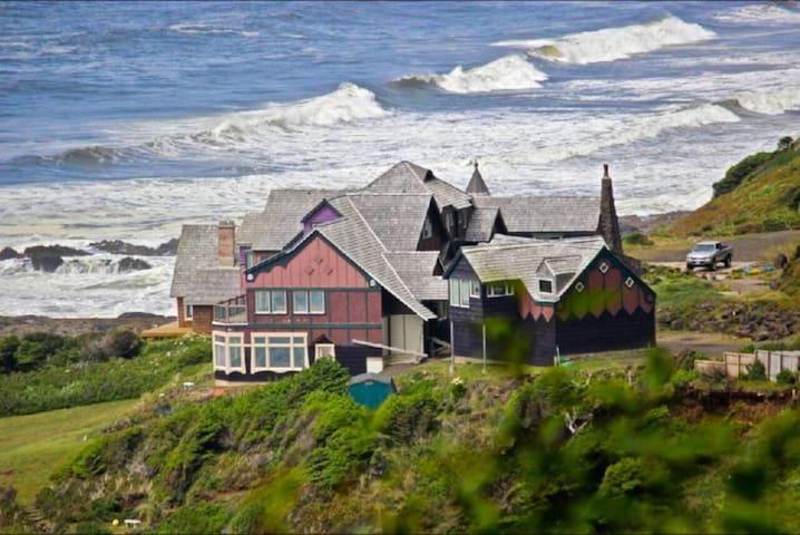 4BR House at Dragons Cove w/ Stunning Coast Views