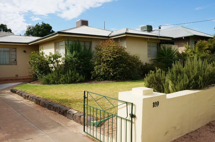 """Its on Walnut"" 3bdrm/ pool/the lot - Mildura"