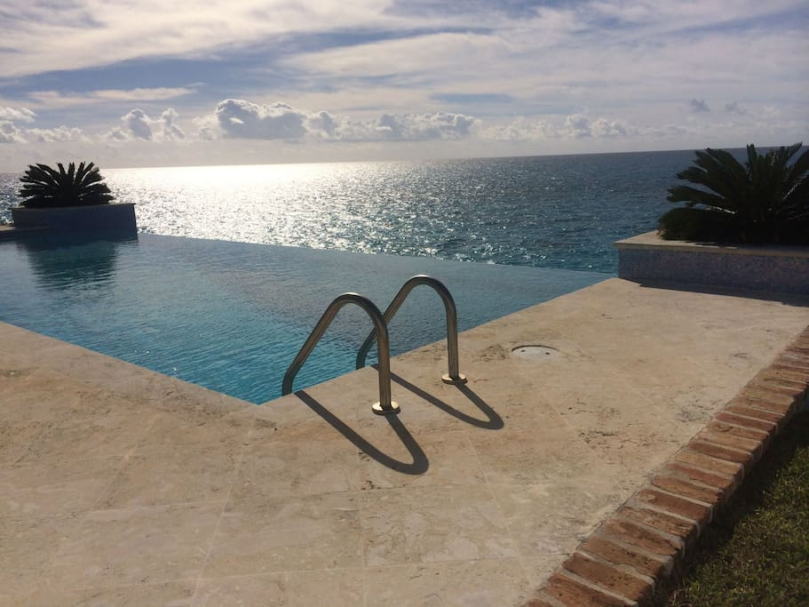 Shared access to the infinity pool