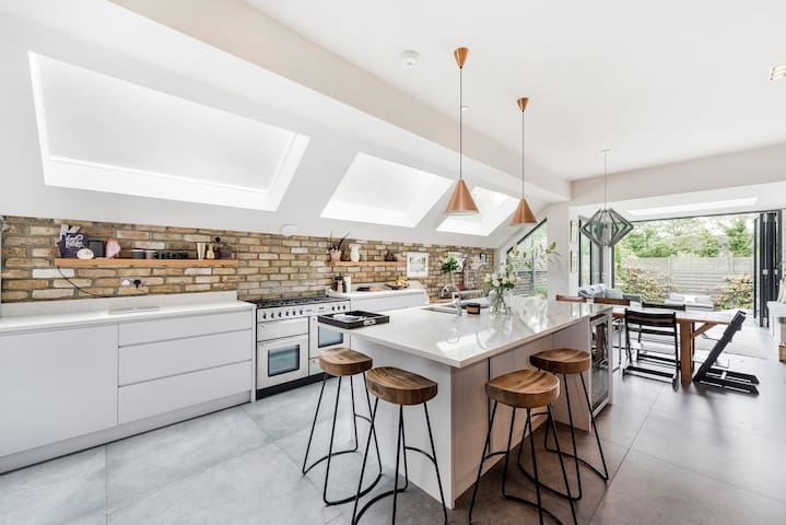 Fun, Stylish 5-Bed Family House in Kensal Green