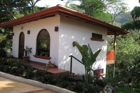 1 bedroom casita w/views of jungle - Kisház