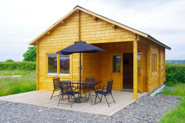 Caban. A modern log cabin close to Cardigan town. - Ceredigion - Chalet