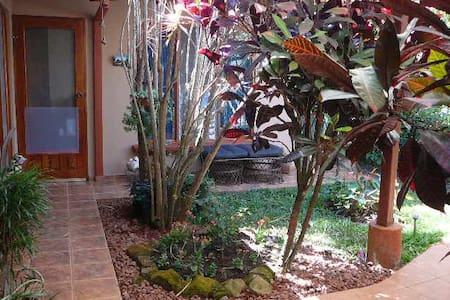 Casita w/bath & private entrance