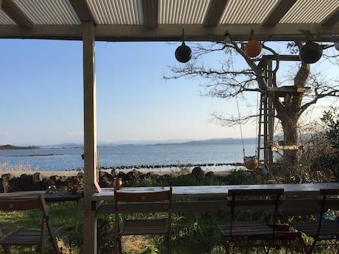 1日1組限定 海辺の素敵な眺めのカフェの二階を貸切り!オーシャンビュー
