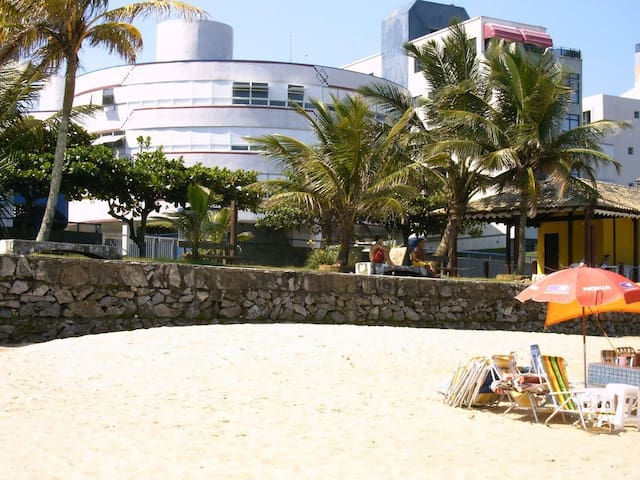 Ap na Praia do Tombo - Guarujá - Pé-na-Areia !!!