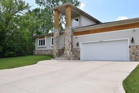 Magnificent in Muskego! - House