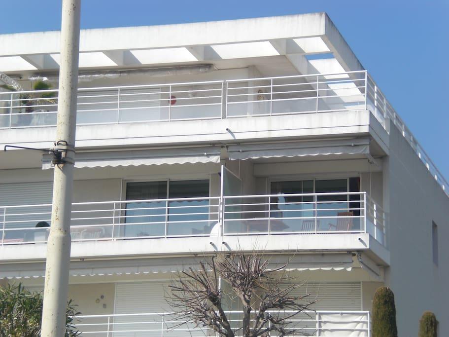 Immeuble de standing avec stores électriques