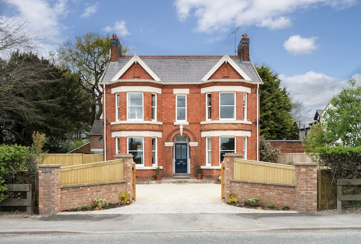 Elegant Sunny Victorian House Close to Tarporley.