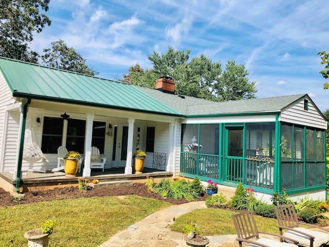 """Cozy Retreat"" -entertain w/outdoor space, kitchen"