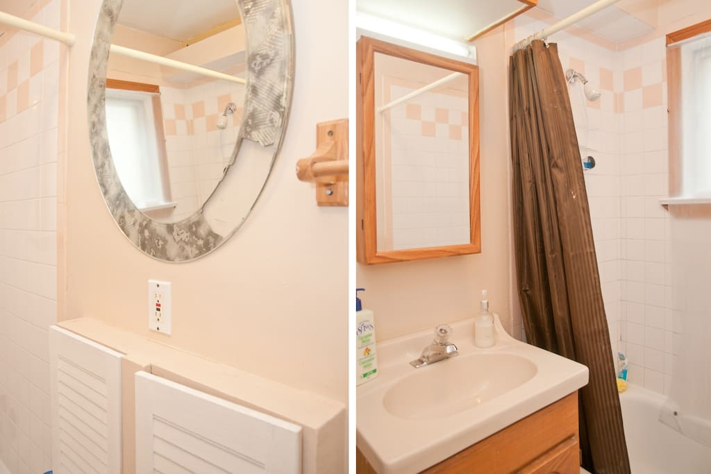 Master Bathroom, We provide fresh Towels and Toiletries For All Guests.
