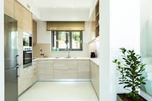 The kitchen is fully equipped with electrical appliances