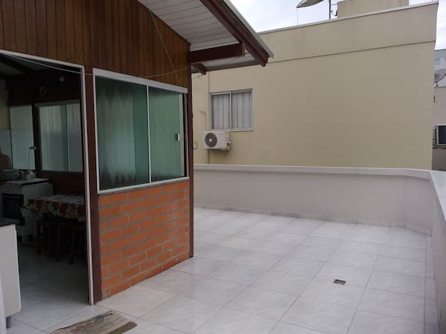 Apartamento cobertura 100mts da praia de Itapema.