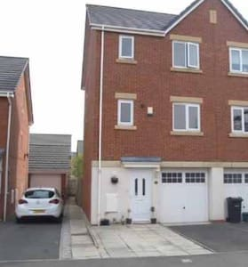 Cosy family home - Ellesmere Port