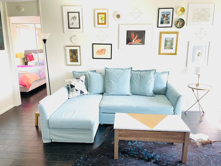"NEW ""Mini Louvre"" clean & QUIET 1br for ART lovers"