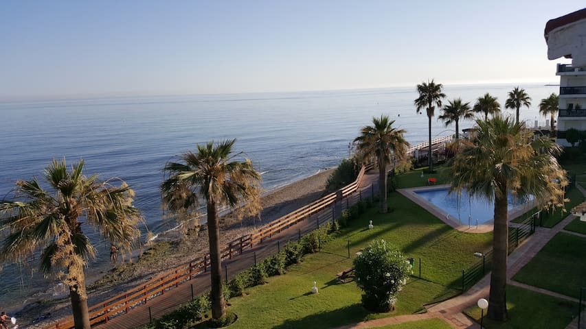Beach front penthouse Near Cabo Pino Port