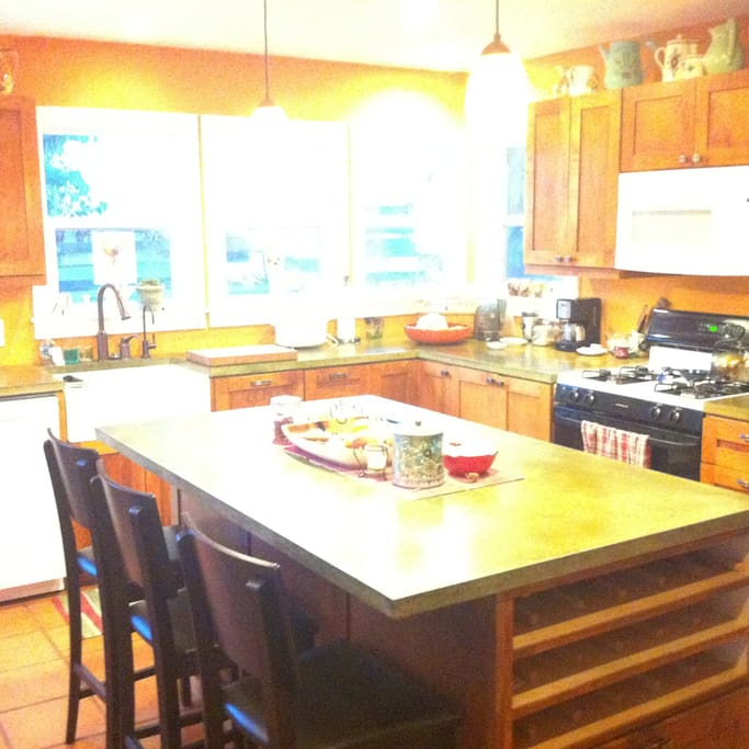 Kitchen with island seating for 3-4 guest