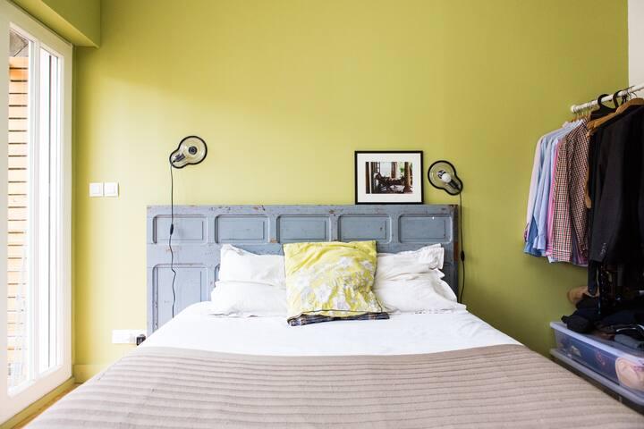 chambre lit double à l'étage