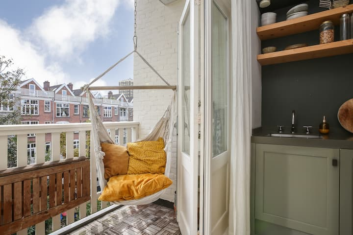 Spacious and bright apartment in heart of the city