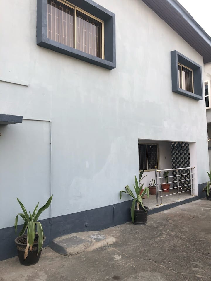 ENTIRE 5 BEDROOM MANSION +FREE WIFI+24/7 POWER