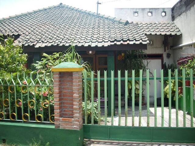 Dina's house 4 - Sleman - House