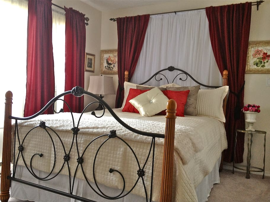 Romantic four poster queen bed with plush duvet. Large bright windows- find a recliner for reading- even a guest book exchange!