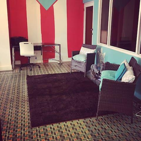 Medusas's Room ( Room #9, Full+2 singles)