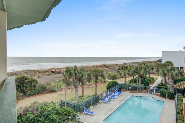 Renovated top-level villa w/ oceanfront view & community pool/pier!