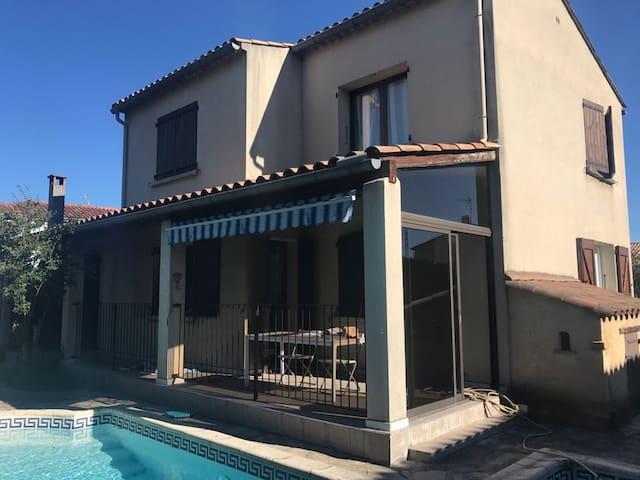 Villa moderne avec piscine au calme à 1h de la MER