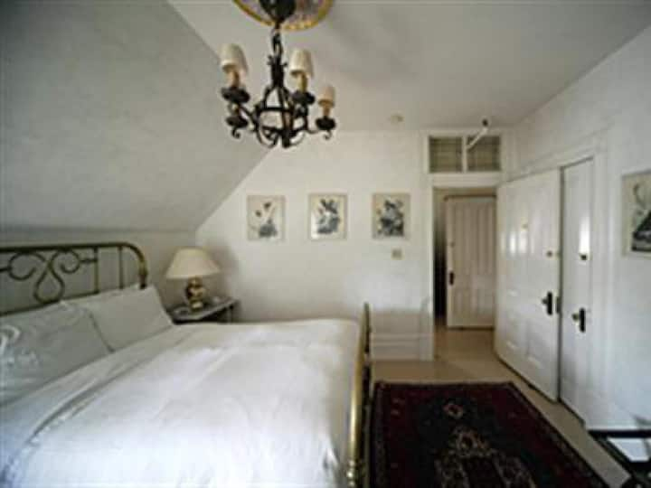 Jack London Room at Chateau Tivoli