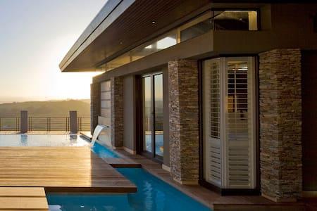 Zimbali Luxury suite in Horsewood - House