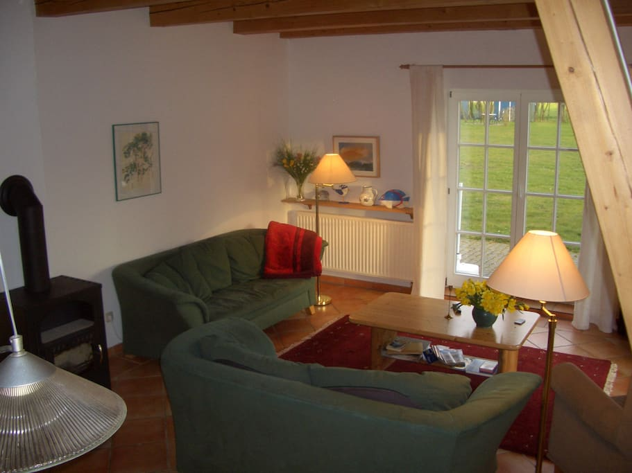 Wohnzimmer mit gemütlichem Ofen (neben Zentralheizung)