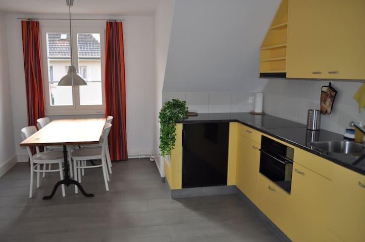 Hübsch ausgebaute Dachwohnung