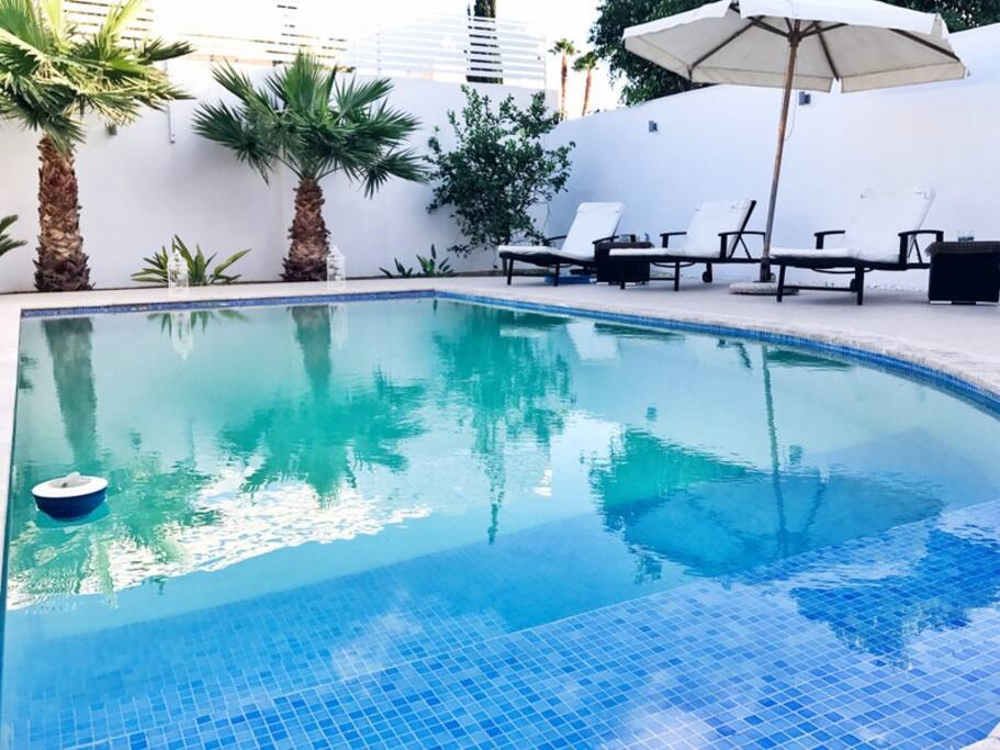 St julian s villa with a large private pool villen for Garden pool st julians