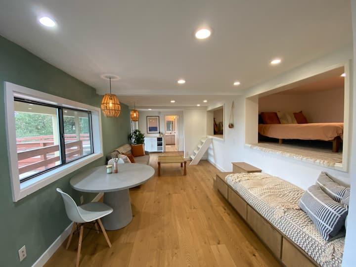 Modern Apartment w/ Private Deck & BEAUTIFUL VIEWS