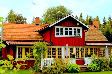Charming 17th century cottage  - Sköldinge - House