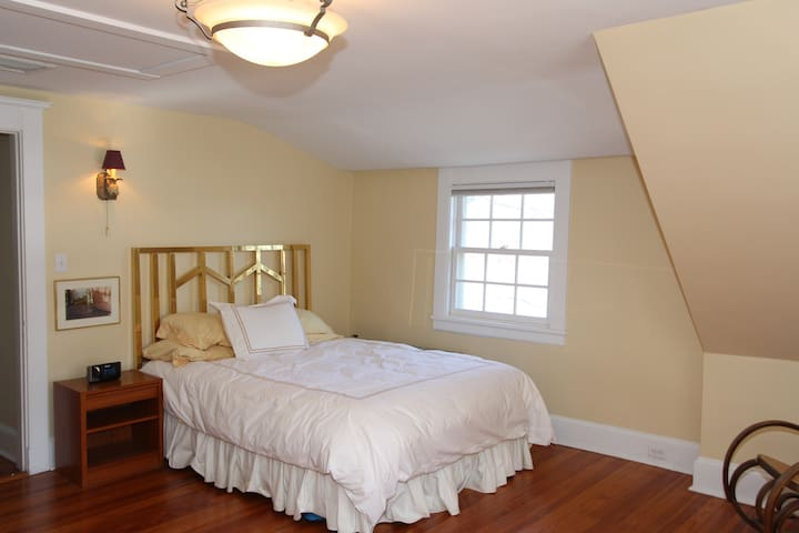 Private room  in prestigious waterfront home - Mamaroneck - Casa