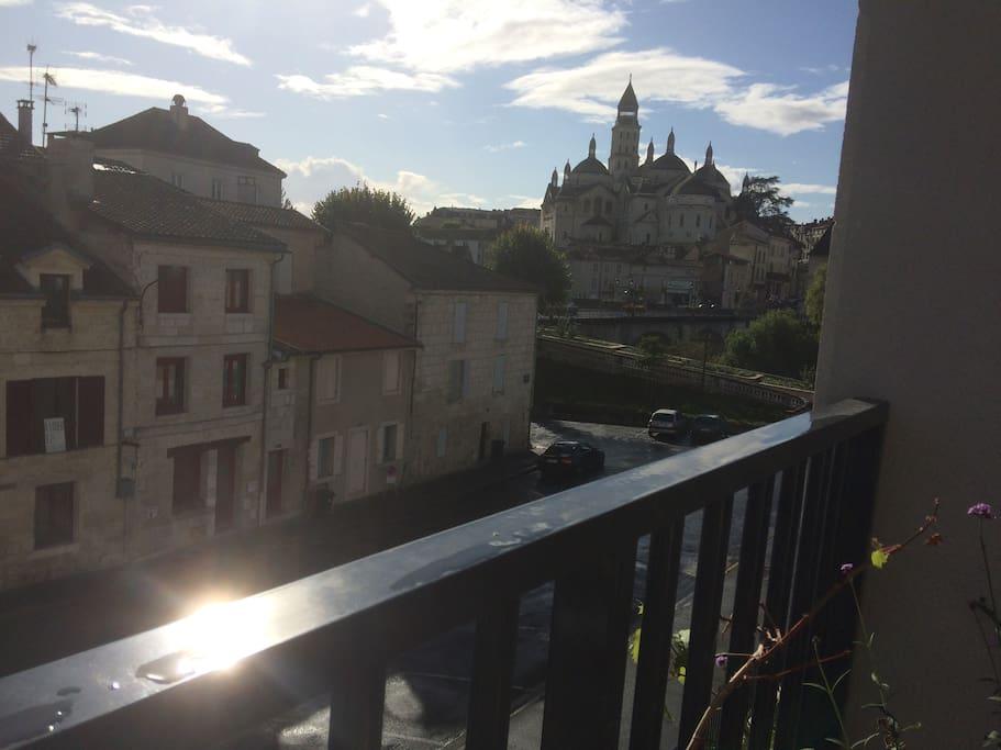 Vue sur la cathédrale, pont des barris et voie verte