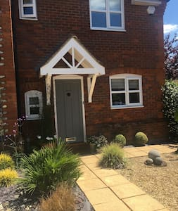 Immaculate Single Accommodation close to Pinewood