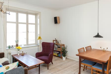 Centrally located in classic Frederiksberg, close to young and hip Nørrebro, metro and green Frederiksberg Garden and Zoo. Nice cafés and shopping opportunities around the corner at Godthåbsvej. Roomy apartment suitable for a family or a small group.