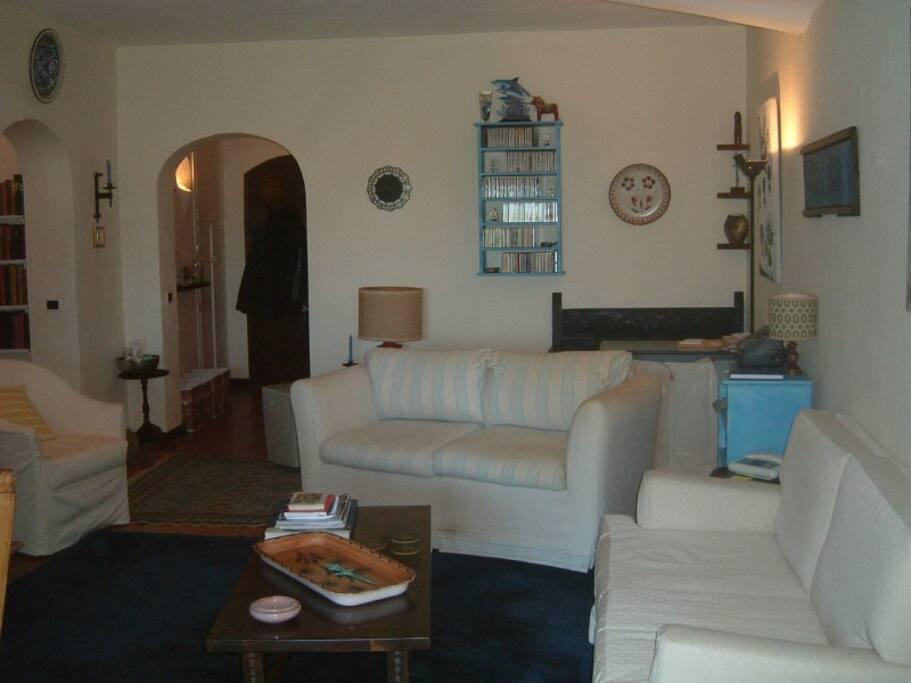Comfy livingroom with sofa-bed